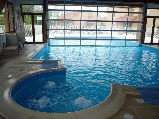 Lagrange Prestige Le clos des vignes: La piscine.