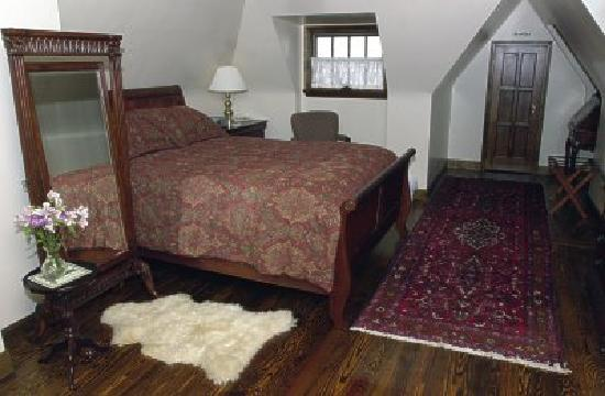 Fitzgerald's Irish Bed & Breakfast : The Bushmills Room-a cozy, peaceful getaway space