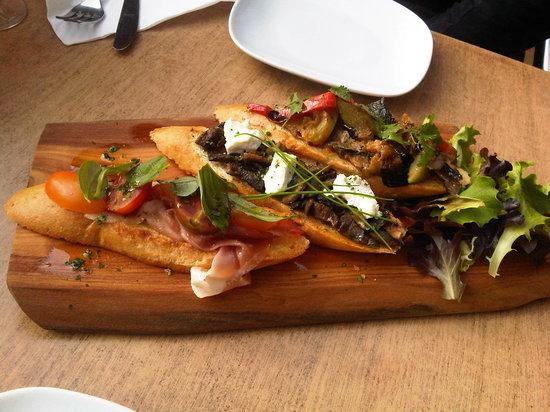 The Village Cafe : bruschetta