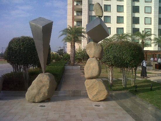 Novotel Hyderabad Airport: Outside the hotel