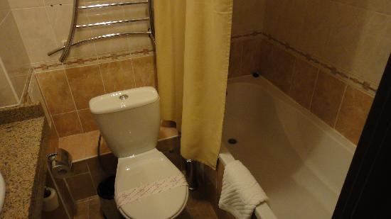 Aktobe, Kazakistan: bathroom