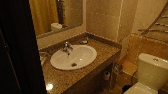Dastan Aktobe Hotel: bathroom