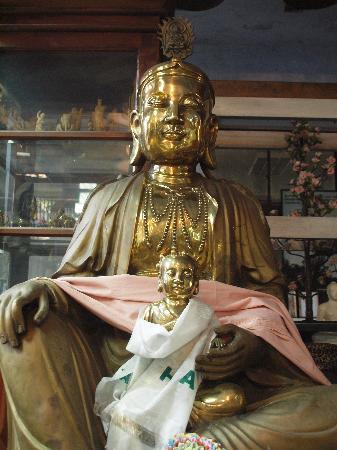 Temple bouddhiste de Gangaramaya : Temple statue