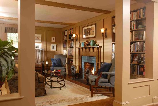 Gay Street Inn: The Library with Fireplace