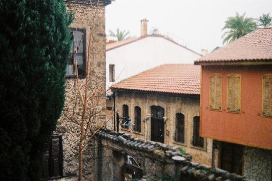 Dedekonak Pansiyon: View from back with character atother old Greek houses