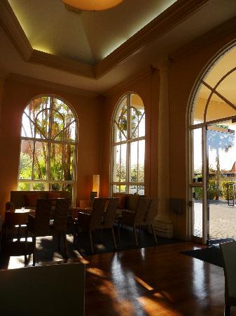 La Quinta Inn & Suites Naples Downtown : Lobby+Breakfast area