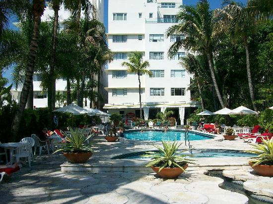 Richmond Hotel Pool Area