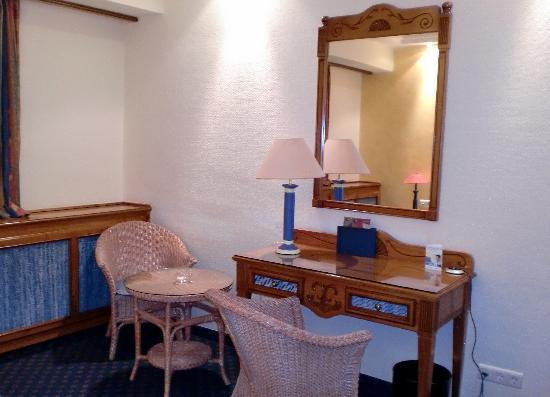 Top  Kongresshotel Europe: etwas kleiner Schreibtisch