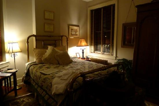 William Lewis House: Bedroom