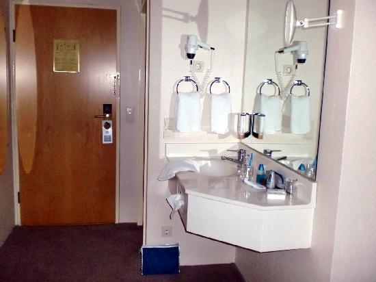 BEST WESTERN Hotel Jena: Waschbecken im Zimmer