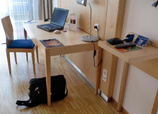 Arcadeon: Schreibtisch