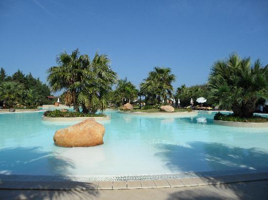 Acacia Resort Parco dei Leoni: Swimming pool