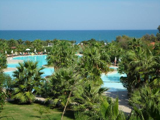 Acacia Resort Parco dei Leoni : Swimming pool seen from above