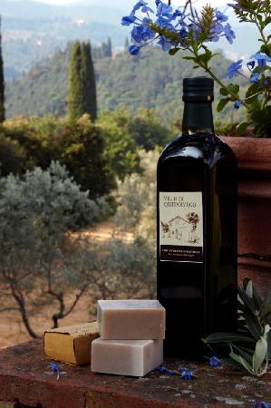 Villa Di Campolungo Agriturismo: Olio extravergine d'oliva e sapone