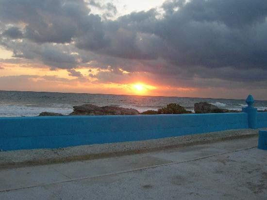 Casa Vista Alegre : sunrise and view from the front porch