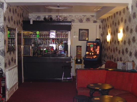 Arties Hotel: The old bar