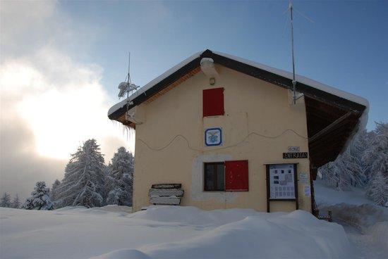 Pigna, Italia: rifugio allavena