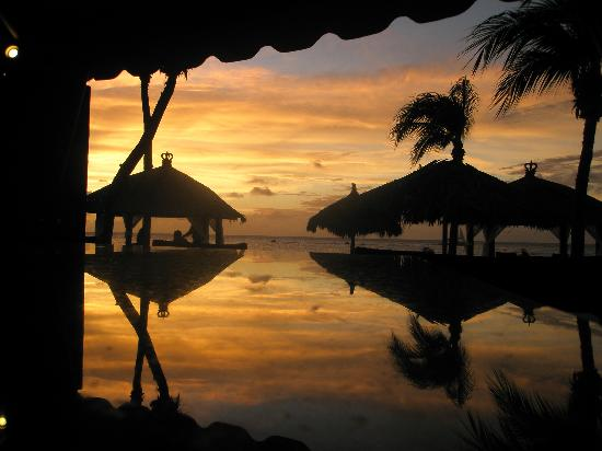 Bucuti & Tara Beach Resort Aruba : Strandbar bei Sonnenuntergang