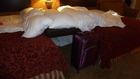 Oxford Suites Boise: our daughters made a fort
