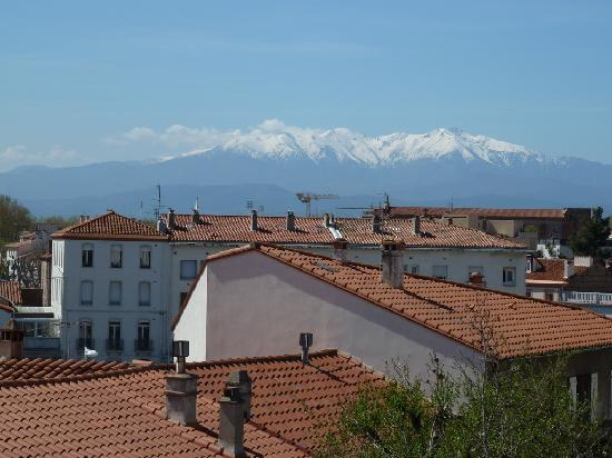 Aragon Hotel : View to the Pyrenees from our bedroom