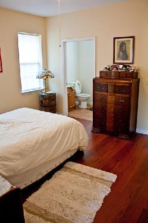 Newell Lodge: Master bedroom