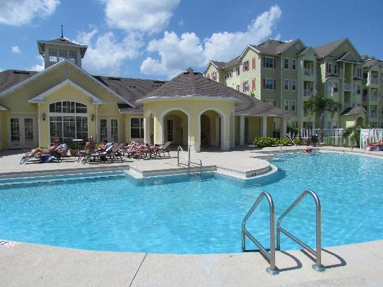 Cane Island Resort: piscina y club house