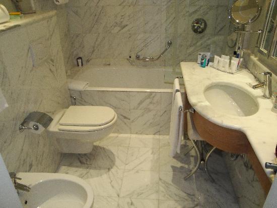 ستار هوتلز سبلندد فينيسيا: Bathroom