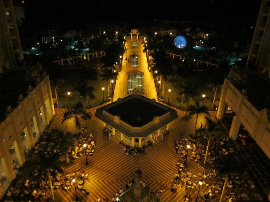 Hotel Riu Vallarta: The view at night!