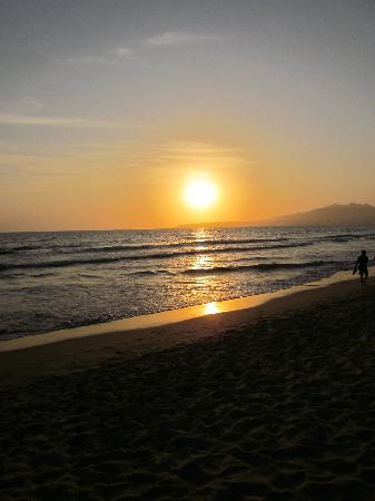 Hotel Riu Vallarta: Beautiful sunset!!