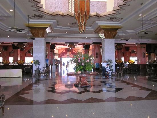 Hotel Riu Vallarta: Main entrance!