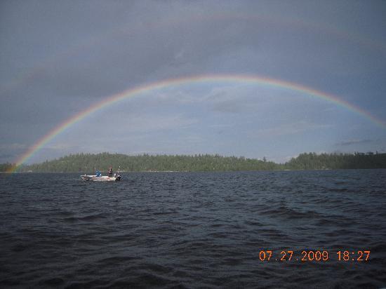 Garden Island Lodge: Beautiful Rainbow across Lady Evelyn Lake