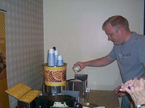 Hampton Inn & Suites St. Louis at Forest Park: waffle making