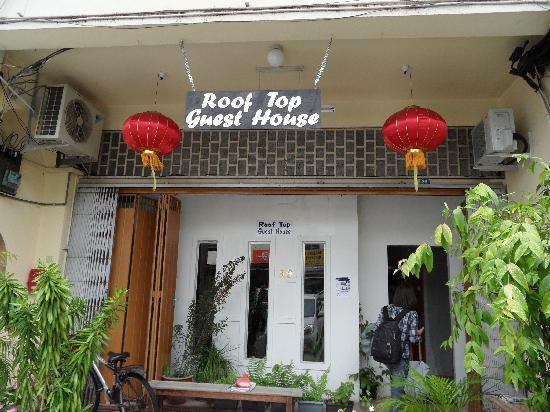 Roof Top Guest House Melaka: front