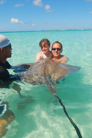 Gibbs Cay: kissing the ray