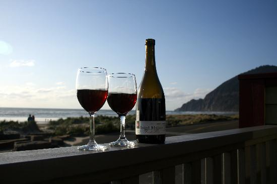 Ocean Inn at Manzanita: Enjoying some Oregon wine from the deck of Unit #1.  You can get a hint of the spectacular view