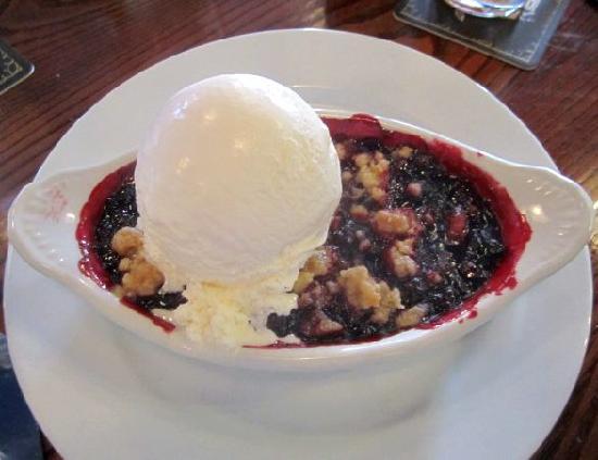 The Iron Rabbit Restaurant and Bar: Mixed berry cobbler