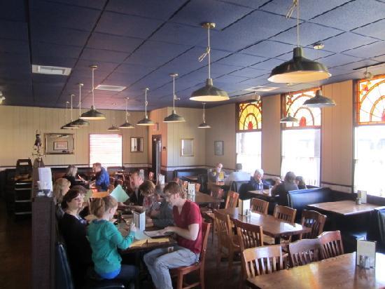 The Iron Rabbit Restaurant and Bar: Restaurant interior