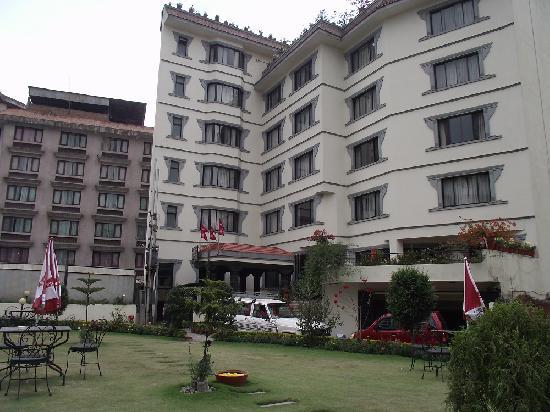 Samsara Resort: The hotel and garden