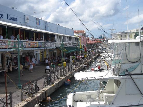 Bridgetown, Barbados: Yachthafen mit Einkaufspassage
