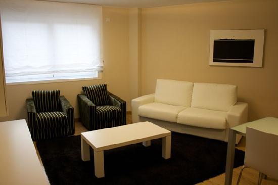 Apartamentos Turisticos Compostela: Salón