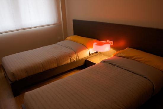 Apartamentos Turisticos Compostela: Dormitorio camas gemelas