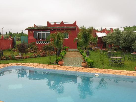Jnane N'zaha : tuin, zwembad en gemeenscahppelike verblijfsruimte zoals eetgelegenheid, tv-kamer