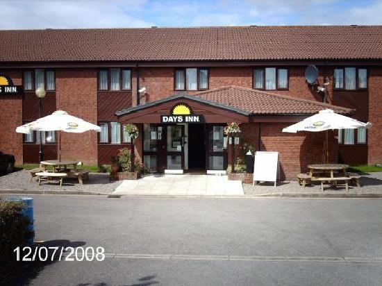 Days Inn Bridgend Cardiff M4 : External