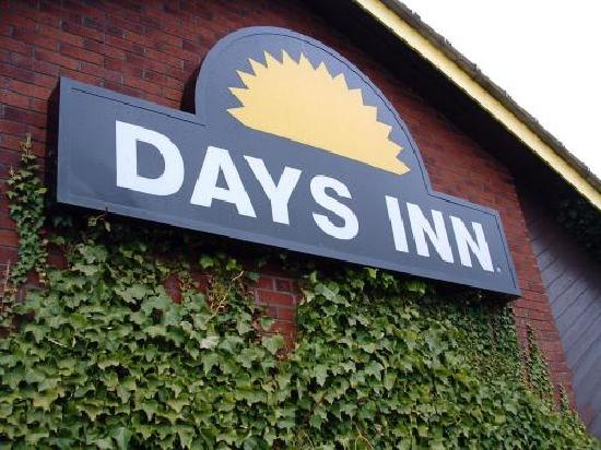 Days Inn Warwick North M40: External Sign