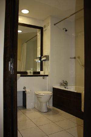 BEST WESTERN PLUS White Horse Hotel: Photo of Bathroom