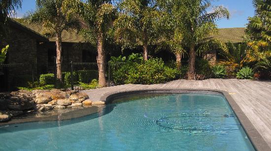 Peninsula Waterfront Retreat: The pool