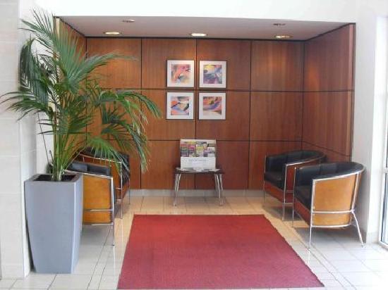 Days Inn Stevenage North: Lobby Area