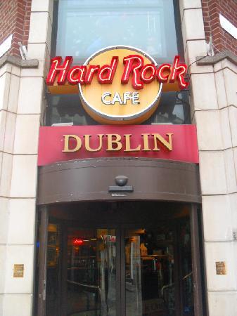 Temple Bar Hotel: hardrock right next door, same side of street!