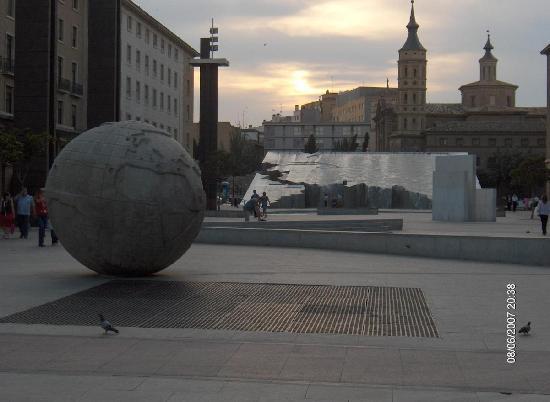 Saragosse, Espagne : La piazza...