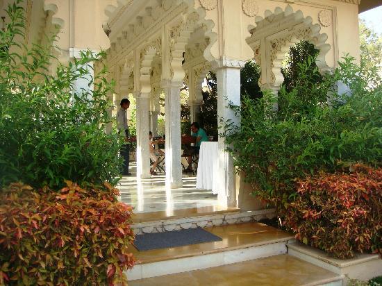 Sardargarh Heritage Hotel: lunch area